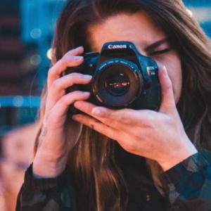 VIDA ESTUDIANTIL: FOTOGRAFÍA Y PRODUCCIÓN AUDIOVISUAL EN EL CAMPO